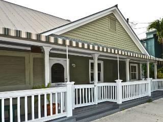 'EGRET SUITE @ THE SANCTUARY' Cute Cottage w/ Hot Tub Just Steps to The South, Key West