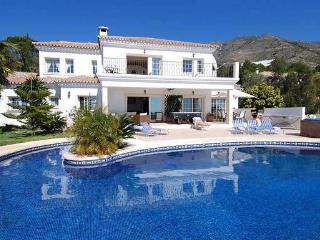 Villa in Mijas With Private Infinity Pool, Hot Tub, Mijas Pueblo