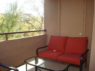 Warm, Cozy and Comfortable!   Newly Furnished Large 2 Bedroom Second Floor, Tucson