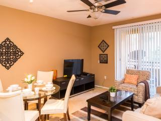 Lovely and Quiet Resort Condo, Irvine