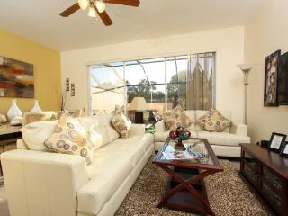 Gorgeous 3 Bedroom 3 Bathroom Town Home with a Jacuzzi. 2372SPR, Orlando