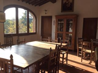 Quiet Tuscan apartment with 5 bedrooms in suburbs, Bucine
