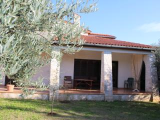 Apartment Garden A2 only 700m from the beach, Porec