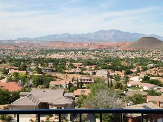 'Cliff-Hanger's View' 2 Bedroom Condo on the Rim at Las Palmas Resort, Saint George