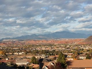 Newly Remodeled 3 Bedroom Condo in Green Valley. Free Wifi. Ground Floor., St. George