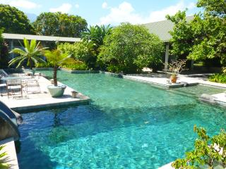 Spacious 4 bedroom villa with large swimming pool  and private bungalow, Papeete