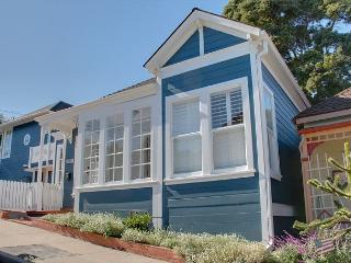 3474 Ocean Blue House ~ Cape Cod Styling, Walking Distance to Downtown, Pacific Grove