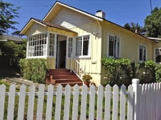3584 Yellow Cottage by the Sea ~ Cute & Cozy & Save $50 Per Night for June!, Pacific Grove