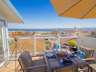 3614 Monterey Penthouse ~ Romantic City Lights, Ocean Views, Sunrises