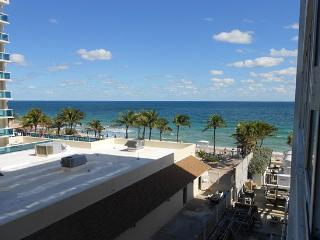 Beautiful Studio Apartment Just StepsOff the Beach, Fort Lauderdale