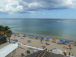 Best Studio Location in the Building with Balcony, Fort Lauderdale
