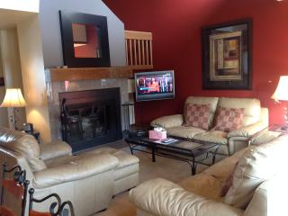 Low Rates-Lovely 3bd home-private hot tub, Vail