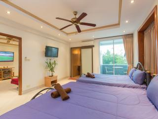 1 Bedroom Apartment with  balcony for 8 guests (K), Patong