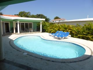 Relax or entertain in this three bdrm;3-1/2 bath with TVs in every bedroom.(626A), Cabarete