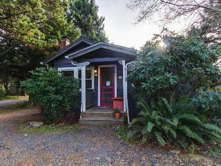 Pet-friendly cottage just three blocks from the beach, Cannon Beach