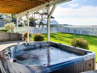 Oceanfront home with private hot tub & amazing views!, Seaside