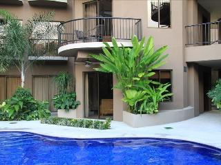 Luxury Condo, Two Private Pools, Block from Beach, Jaco