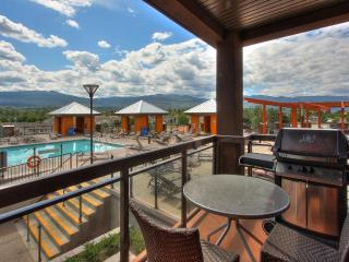 Playa De Sol Beautiful Pool Side 2 Bedroom Condo, Kelowna
