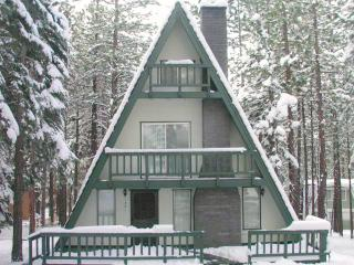 SKi Cabin 0.1 miles to Heavenly with Pool Table,hot Tub Very Cozy!, South Lake Tahoe