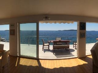 Luxury seafront seaview appartment, Karlovac