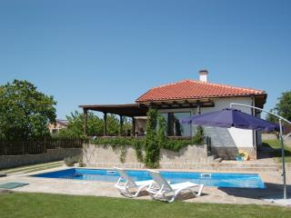 3 Bed Detached Villa with Private Pool. WIFI., Varna Province