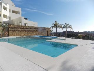 Luxury Golf Apartment with sea and mountain views, Estepona