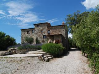 Tuscan castle boasts 6 bedrooms, private pool and deck, jacuzi and sea view, Pomarance