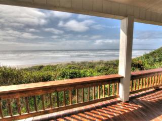 Oceanfront Home w/ Hot Tub on Miles of Sandy Beach, Yachats