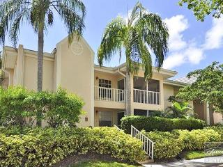 Like new spacious condo in St. Simone with beach access, Naples
