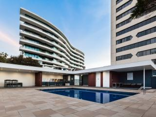 Sandy - Designer apartment right on the beach!, St Kilda
