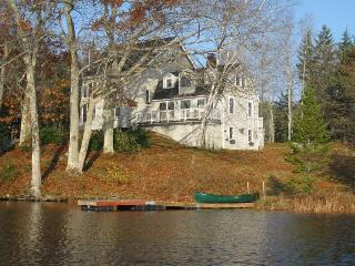 GARRAVALE | BOOTHBAY HARBOR | WEST HARBOR POND | FISHING | KAYAK AND CANOE PROVIDED | FAMILY VACATION, Boothbay