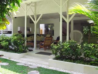 Taman Villa large family villa & child safe pool., Seminyak