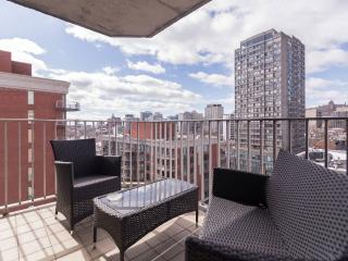 Cute and Comfy Downtown Apartment with Great View, Montreal