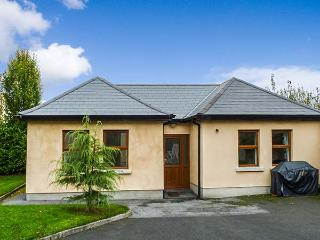 5 KILNAMANAGH MANOR, pet-friendly cottage with WiFi, ground floor accommodation, near pub, in Dundrum, Ref. 905704