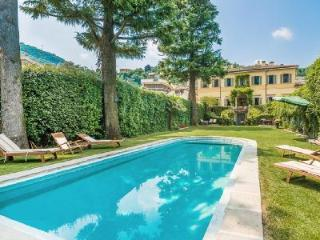 Perfect Location! Villa Oleandra boast Pool, Gym & Lovely Lake Views, Como