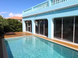 Family villa with sea view in Sunset Heights, Willemstad