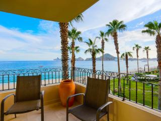 Beachfront Studio with Kitchenette - 2nd Floor - Medano Beach and Lands End Views!, Cabo San Lucas