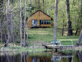 SECLUDED SUMMER CABIN RENTAL ON QUIET LAKE, Squaw Lake