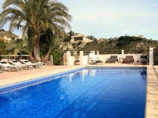 Perfect family friendly villa with pool sleeps 13, Campello