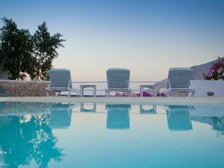 VILLA WITH PRIVATE POOL AND STUNNING VIEW, Pyrgos