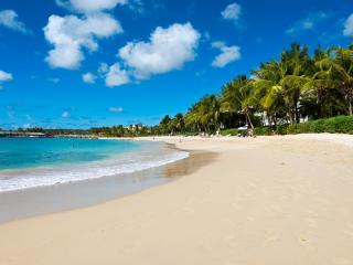 Port St Charles. Beautiful Apartment on the Beach, Speightstown