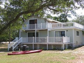 River Front Cottage with Docks for Your Boats, Saint Cloud