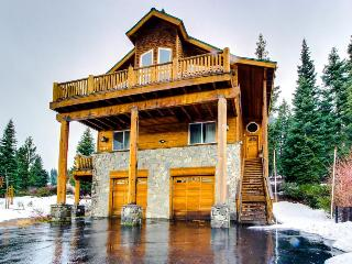 Luxury Meets Rustic At This Tahoe - Donner Home, Truckee