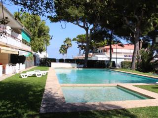 DUPLEX APARTMENT for 6 guests, POOL, BEACH, Playa de Muro