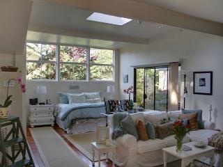 3292 Restful Refuge Guest House ~ Designer Decor, Close to the Beach, Carmel