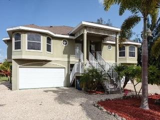 Paradise Palms West #2, 3 Bedrooms, Walk to Beach, Fort Myers Beach