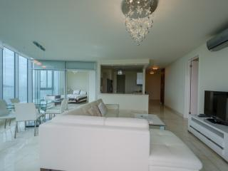 Luxurious Condo- 100% ocean view in Panama City