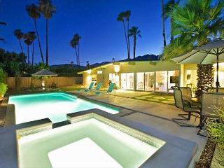 4BR/3BA Mid Century Beauty, Close to Airport and Downtown, Sleeps 8, Palm Springs