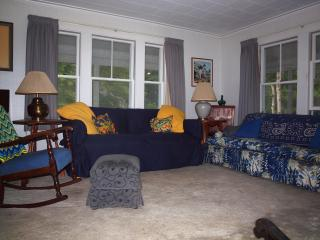 Comfortable Home Near Perkins Cove, Pet Friendly, Free WIFI, Central Air, Ogunquit