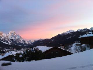 ❄ Cortina ❄ Charming Apt. on the Slopes with Wi-Fi, Cortina d'Ampezzo